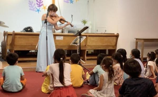 ヴァイオリンの音色に夢中で聴いています!